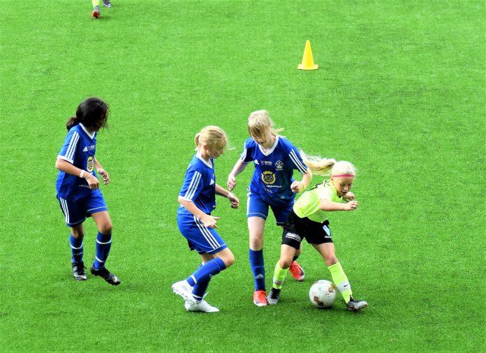 Satsningen på flickfotboll har bidragit till årets utnämning. Foto: Tommy Pettersson