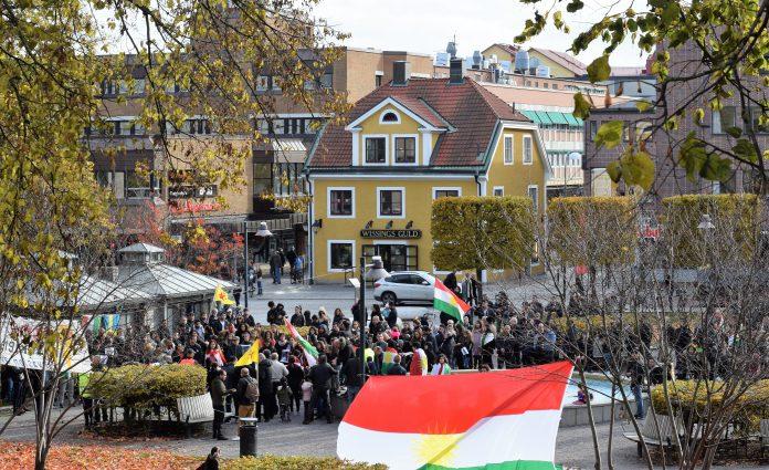 Protestdemonstration i St: Larsparken mot föräderiet mot kurderna. Foto: Tommy Pettersson